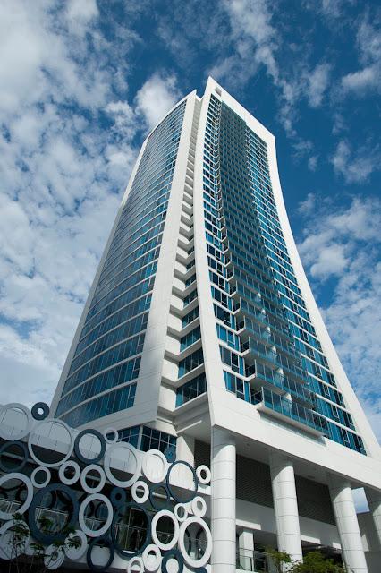 Hilton surfers paradise in gold coast queensland for Design hotel queensland
