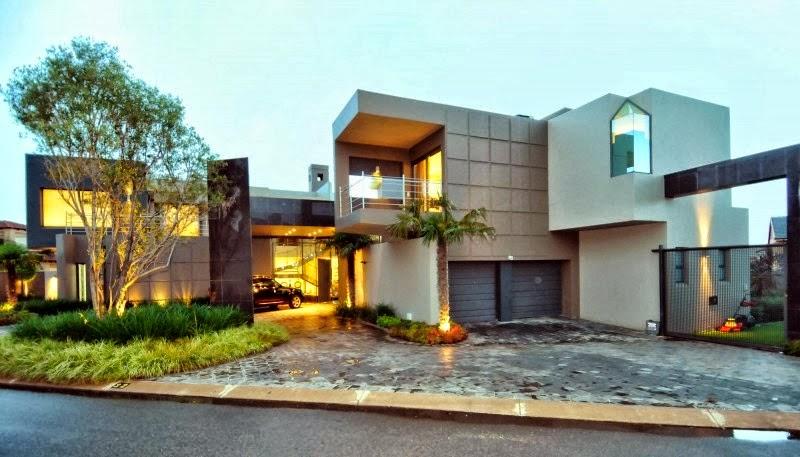 Fachadas de casas modernas com paisagismo e iluminação ...