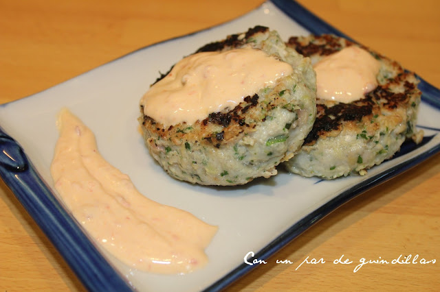 hamburguesa de pavo con salsa picante de yogur