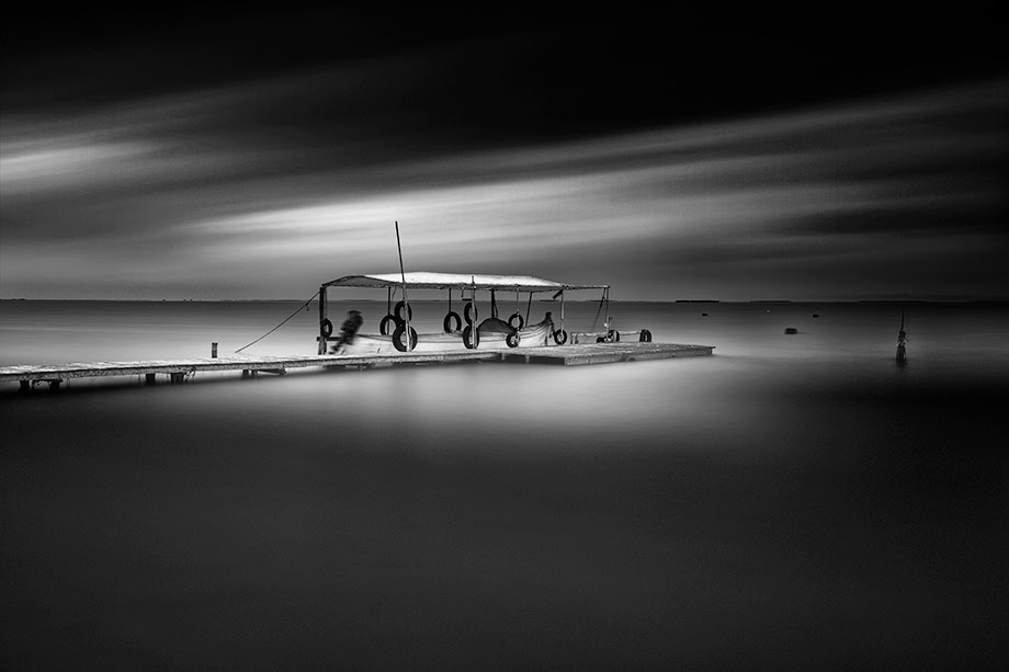 13-Vassilis-Tangoulis-The-Sound-of-Silence-in-Black-and-White-Photographs-www-designstack-co