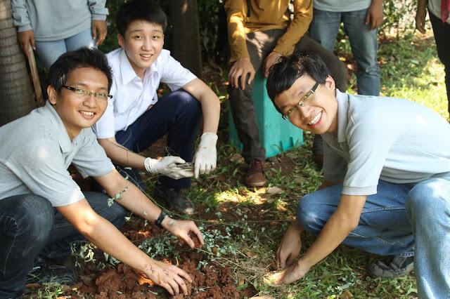 KOPHI Edukasi Pembuatan Biopori di Sekolah