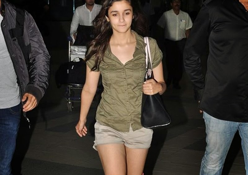 800 x 563 jpeg 58kB, Alia Bhatta in Khaki Top and Really Small Shorts ...