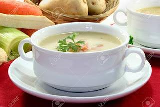 """<img src=""""como-hacer-crema-de-verduras.jpg"""" alt=""""para hacer crema de verduras, debes lavar muy bien las verduras, picarlas y ponerlas a hervir para luego licuarlas hasta su punto"""">"""
