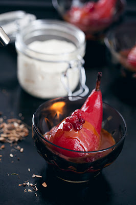 Cold-smoke / Poached cranberries and pears with caramel sauce made ​​with smoked butter and rhum