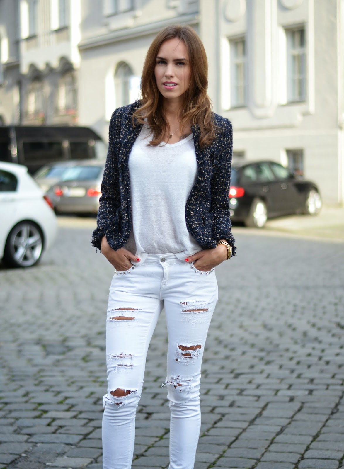 kristjaana mere white summer look ripped jeans white tee tweed blazer