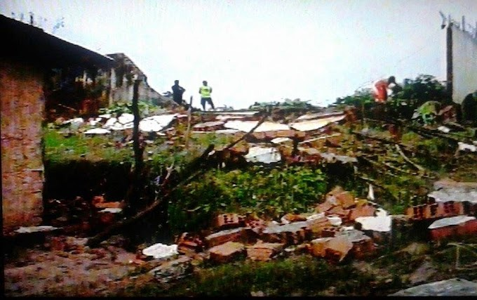 Por causa das chuvas muro da CCPJ de Caxias desaba.