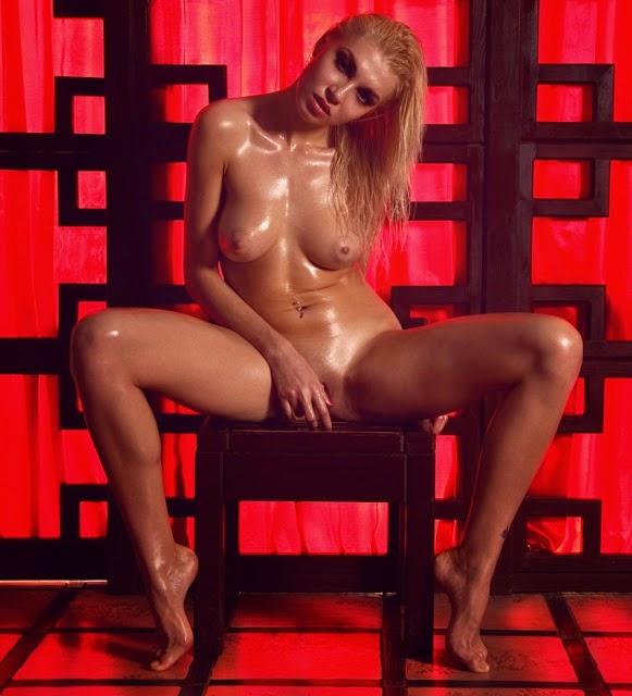 naked lexi belle selfie