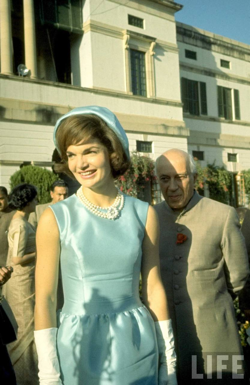 a biography of first lady jackie kennedy An internationally famous first lady, jacqueline kennedy onassis raised her two children alone after the assassination of president john f kennedy uxl encyclopedia of world biography retrieved april 19 jacqueline kennedy's international.