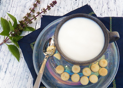 Hot Sweetened Condensed Milk Drink and Crackers
