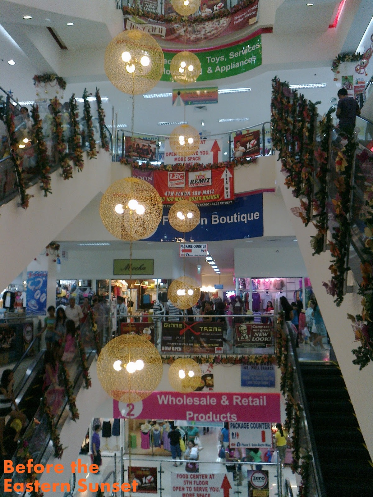 Decorating Ideas > Scant Christmas Decorations In Shopping Malls Before The  ~ 123946_Christmas Decoration Ideas Mall