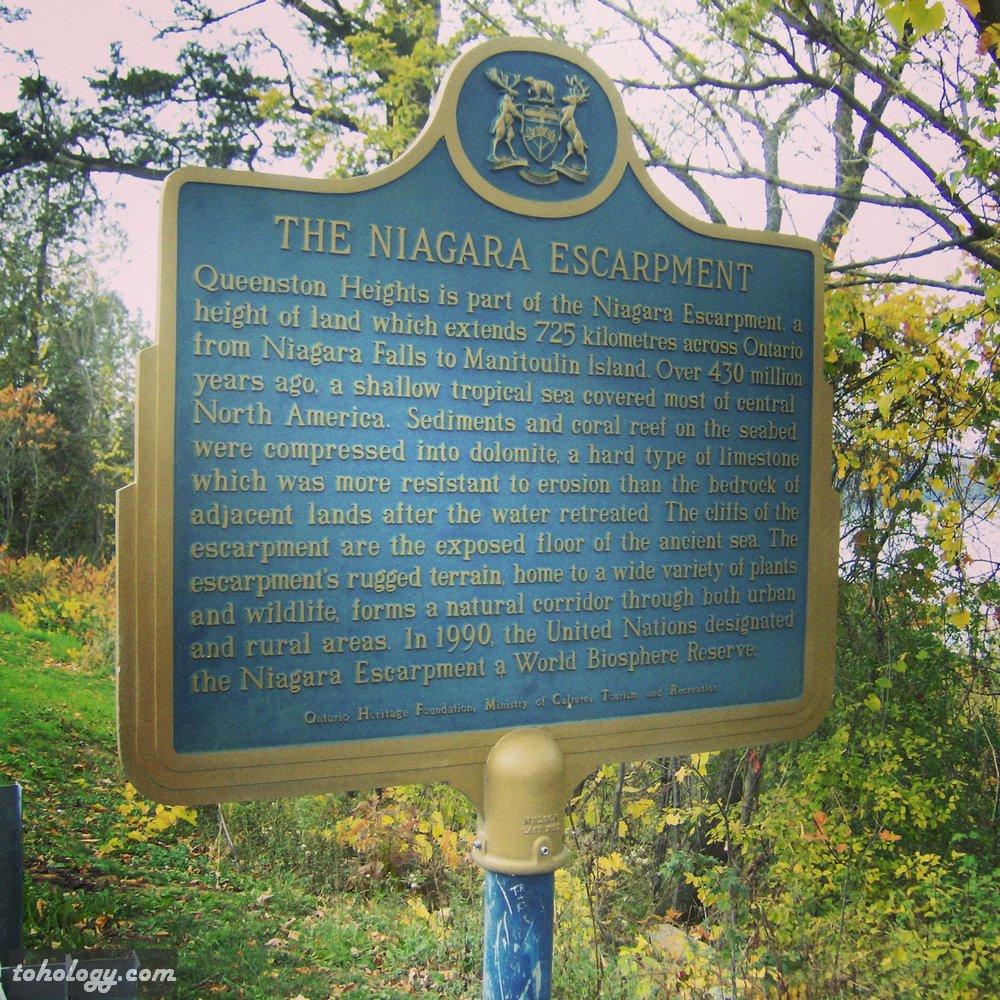 Info stand on the way to Niagara Falls