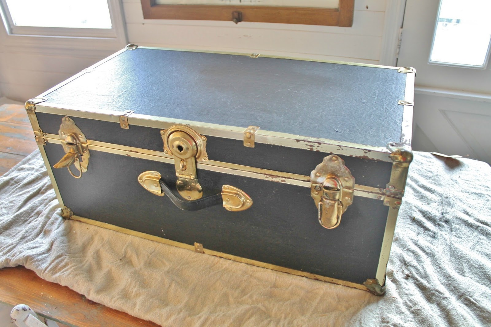 Repurposed Trunk Coffee Table By Http://knickoftimeinteriors.blogspot.com/