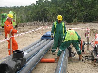 Pemasangan pipa hdpe untuk BP Tangguh LNG Papua