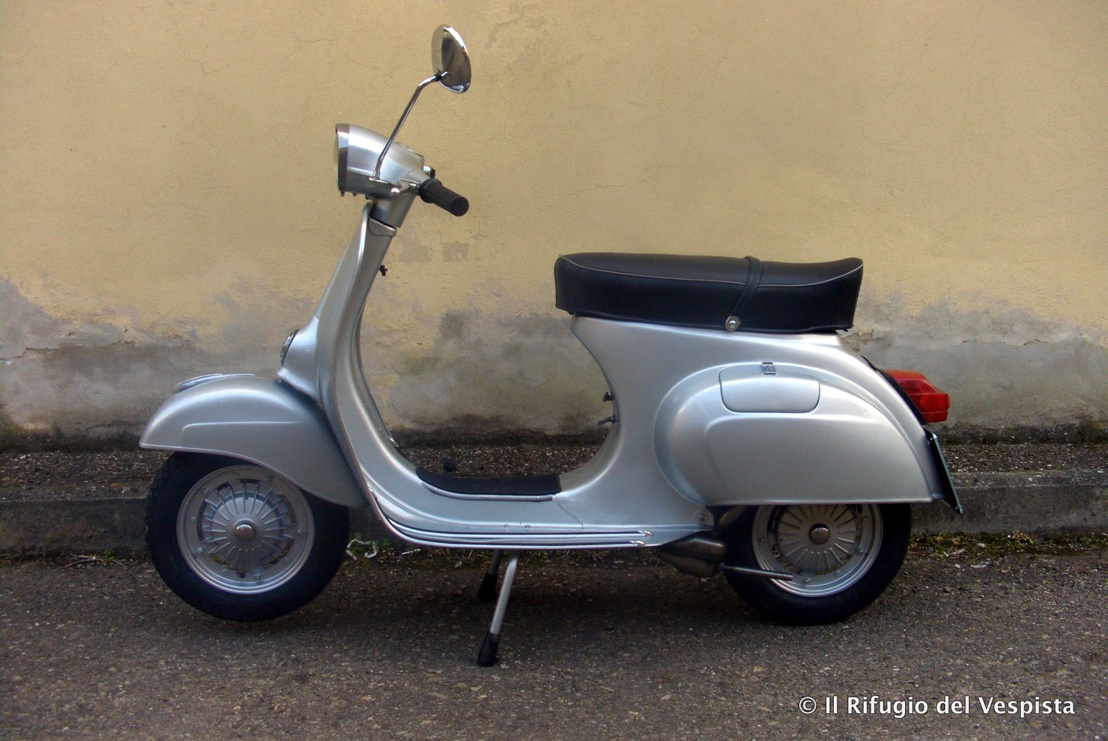 rdv restauro vespa vespa 125 primavera grigio o bianco. Black Bedroom Furniture Sets. Home Design Ideas