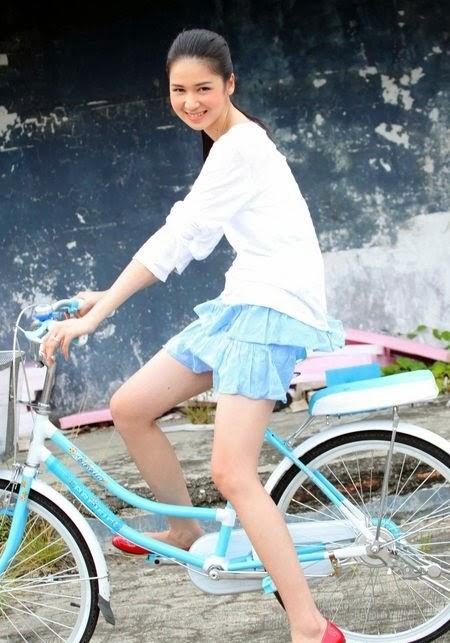 Koleksi Foto Laura Basuki Bintang FTV Cantik