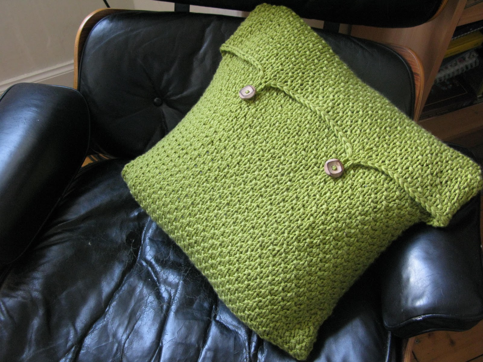 littletheorem: Pea Soup Cushion