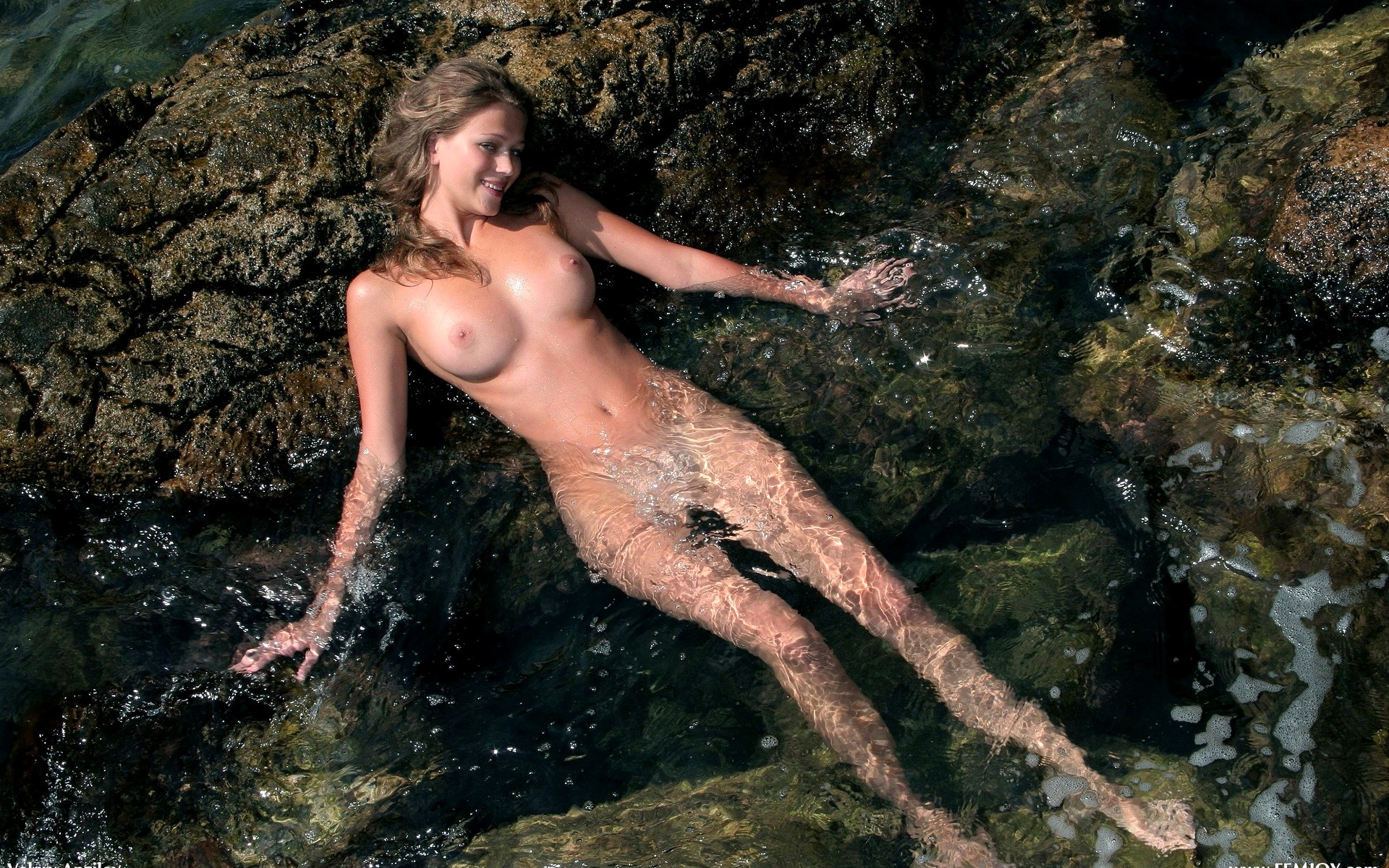 foto-golih-devushek-v-vode