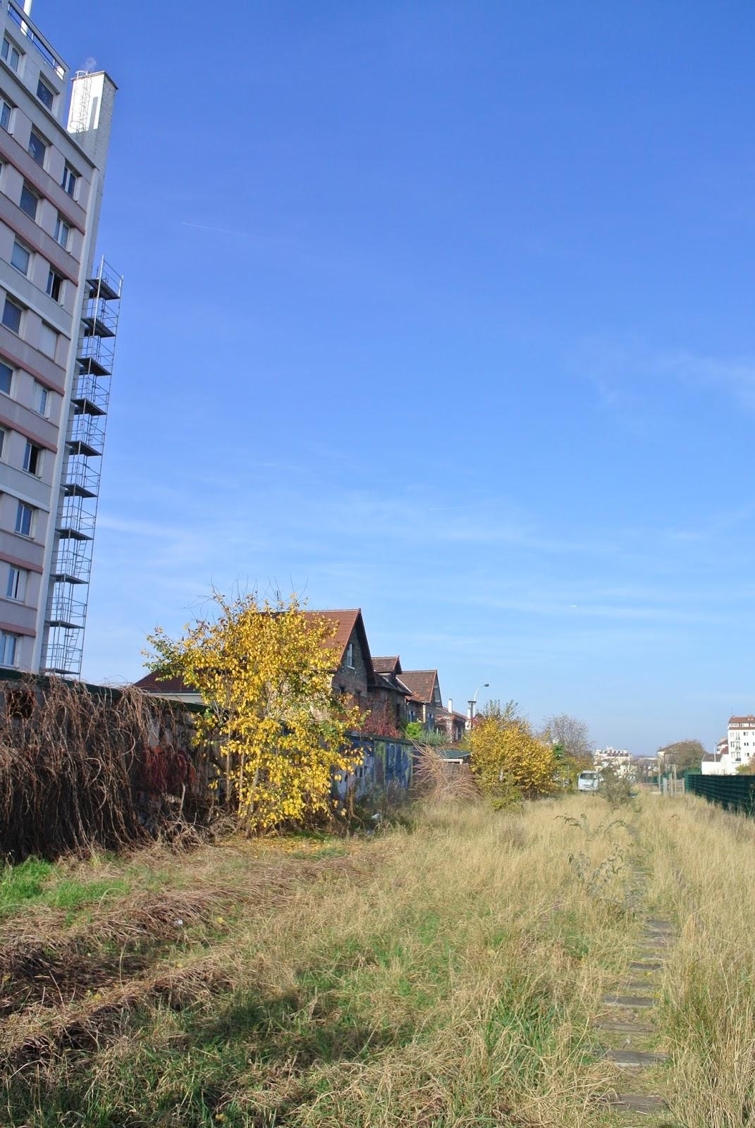 Les voies de chemin de fer desaffect es de bois colombes urbex par gabrielle aznar - Maison au bord de la voie ferree ...