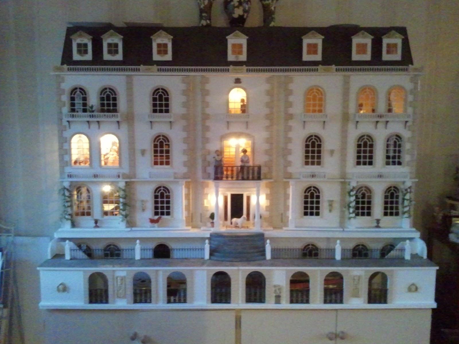 poppenhuis Amsterdam Grange: VERLICHTING(3) EN NIEUWE BEWONER