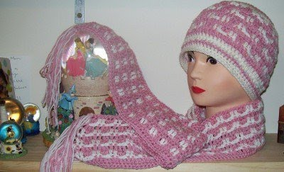 Click picture to go to the pattern for the hat and scarf set