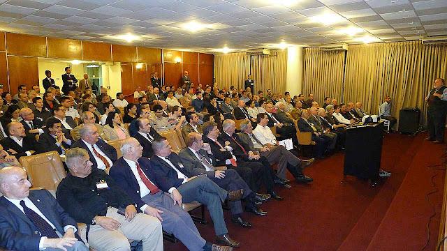 O audit�rio encheu para ouvir as explica��es do prof. Molion sobre a Laudato Si