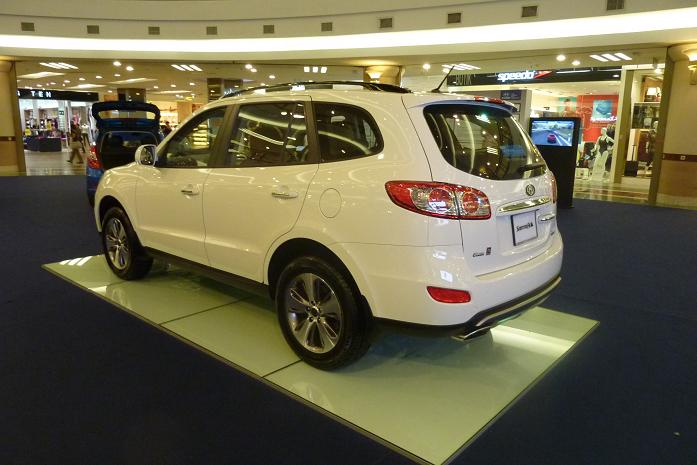The Santa Fe was launched back in 2007 while the facelift (as featured  here) was launched in KLIMS (KL International Motor Show) 2010. Picture  below: