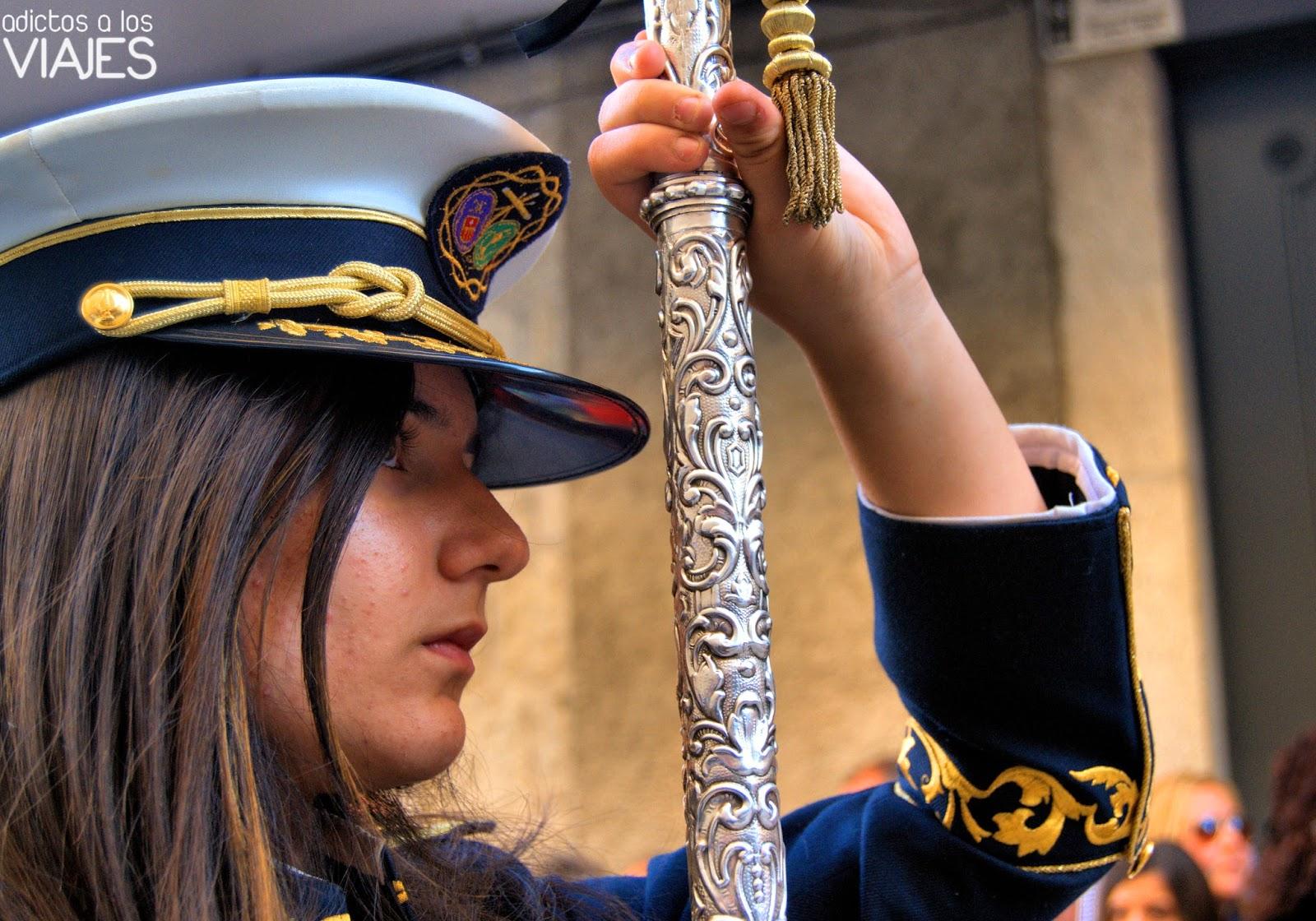 Portadora del estandarte de la Banda de Cornetas y Tambores Oración y Caída de Villacarrillo