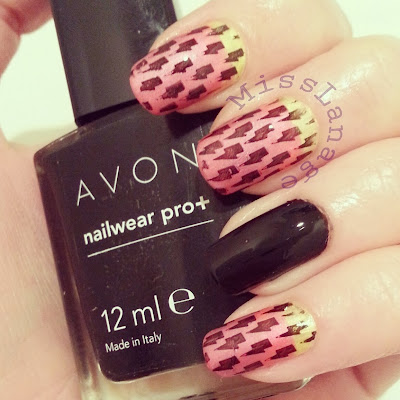crumpets-33-day-challenge-3-colour-gradient-with-pattern-nails