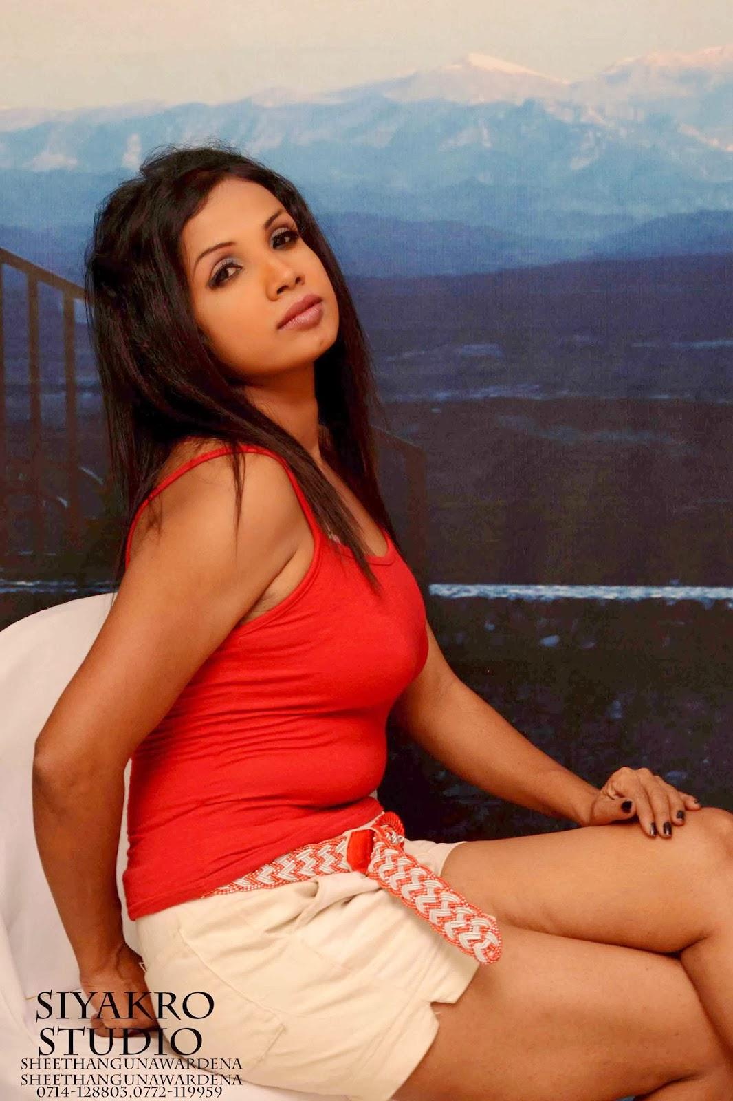 Manjula Sajeewani hot thighs