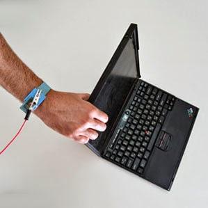 Hackeando com contato - Fonte: http://www.technologyreview.com/