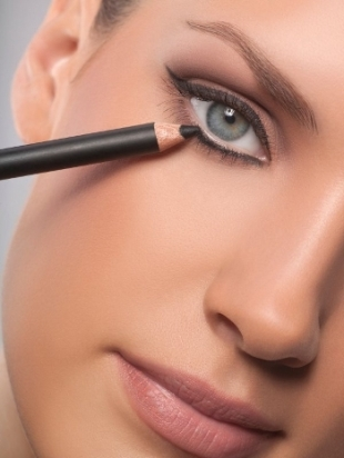 Speedy-Makeup-Tips-for-On-the-Go-Girls