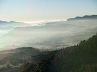 Boires matineres sobre Centelles i el Pla de la Garga vistes des del Collet de la Guàrdia