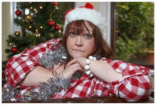 Mujer a los 54 años no acepta que Papá Noel no existe