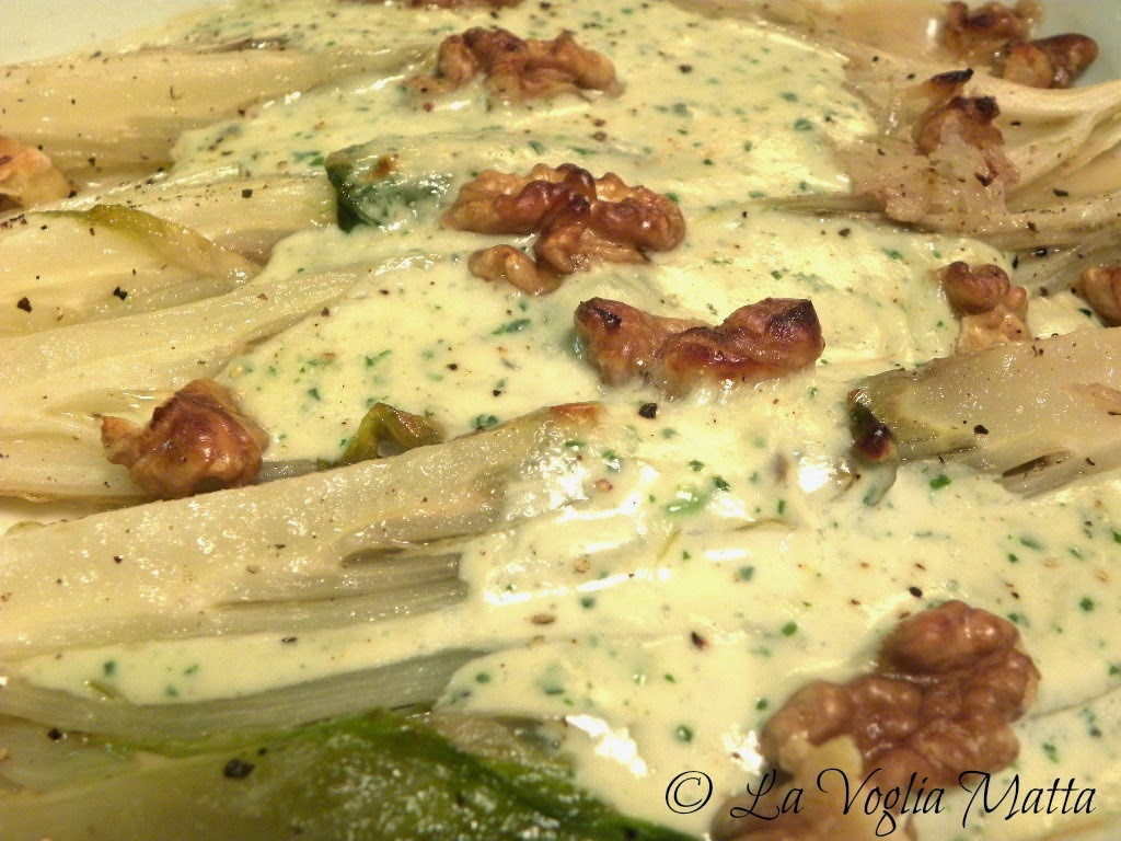 indivia belga con gorgonzola e noci