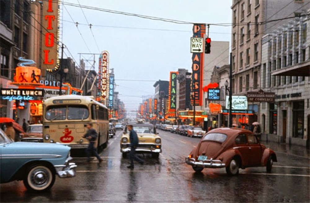 Wonderful Color Photographs Of Street Scenes From Between