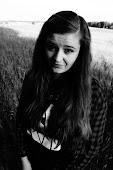 Jsem Deni je mi 19 a mám ráda kosmetiku, proto je tento blog hlavně o ni. rozanska.d@seznam.cz