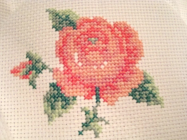 вышивка роза маленькая