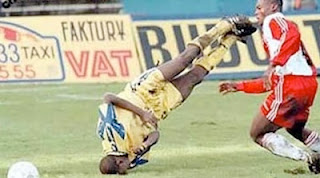 funny picture Footballer falls on his head during africa cup