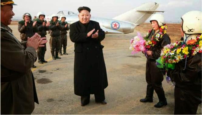 pilot pesawat tempur korea utara bersama pimpinannya