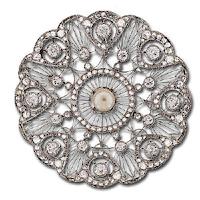 http://www.langantiques.com/university/index.php/File:Edwardian_Platinum_Circle_Pin.jpghttp:/www.metmuseum.org/toah/works-of-art/52.43.1-.3