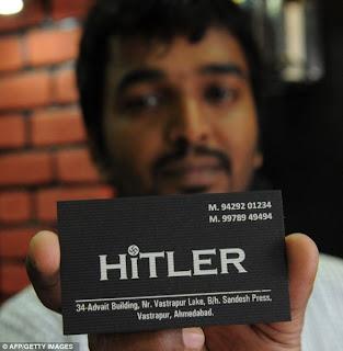 RAJESH SHAH menunjukkan kad perniagaannya.