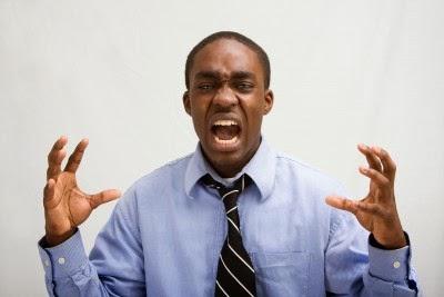 foto de un hombre gritando