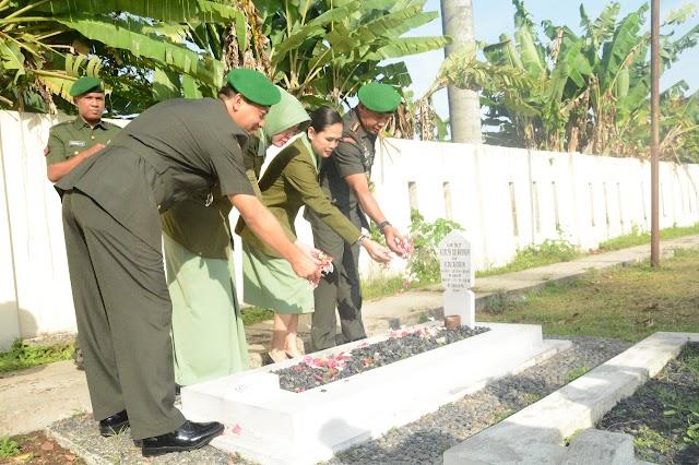 Mengenang Dan Menghormati Jasa Pahlawan, Korem 061/SK Ziarah Ke Makam Pahlawan