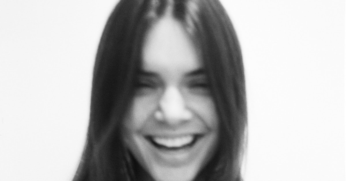 Kendall Jenner naked: Supermodel is topless in Love