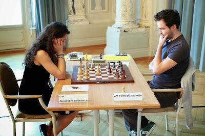 Yannick Pelletier face à Alexandra Kosteniuk © Chess & Strategy