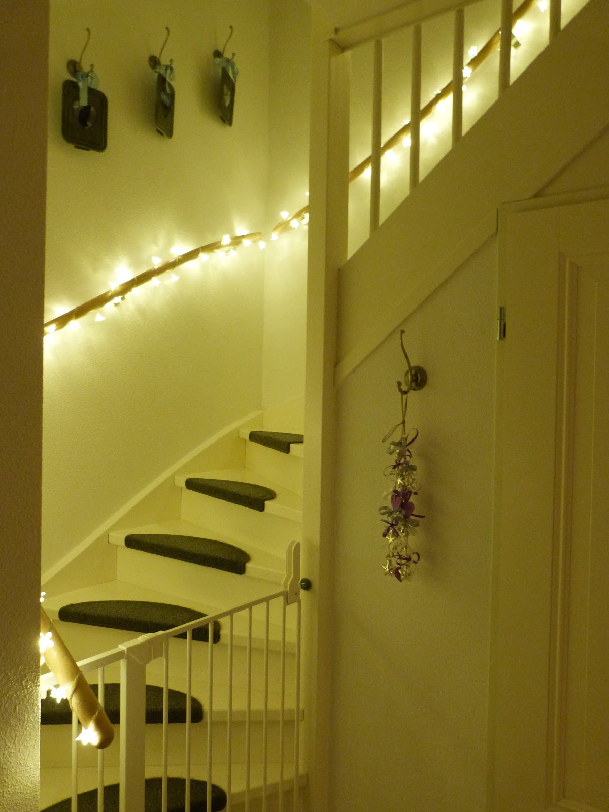Het brocante schelpenhuisje lampjes langs de trapleuning - Versier een trap ...