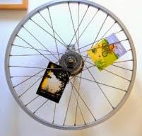 http://www.1001consejos.com/tarjetero-con-rueda-de-bicicleta/