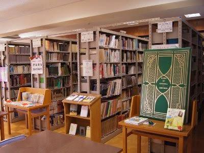 A棟(図書館)