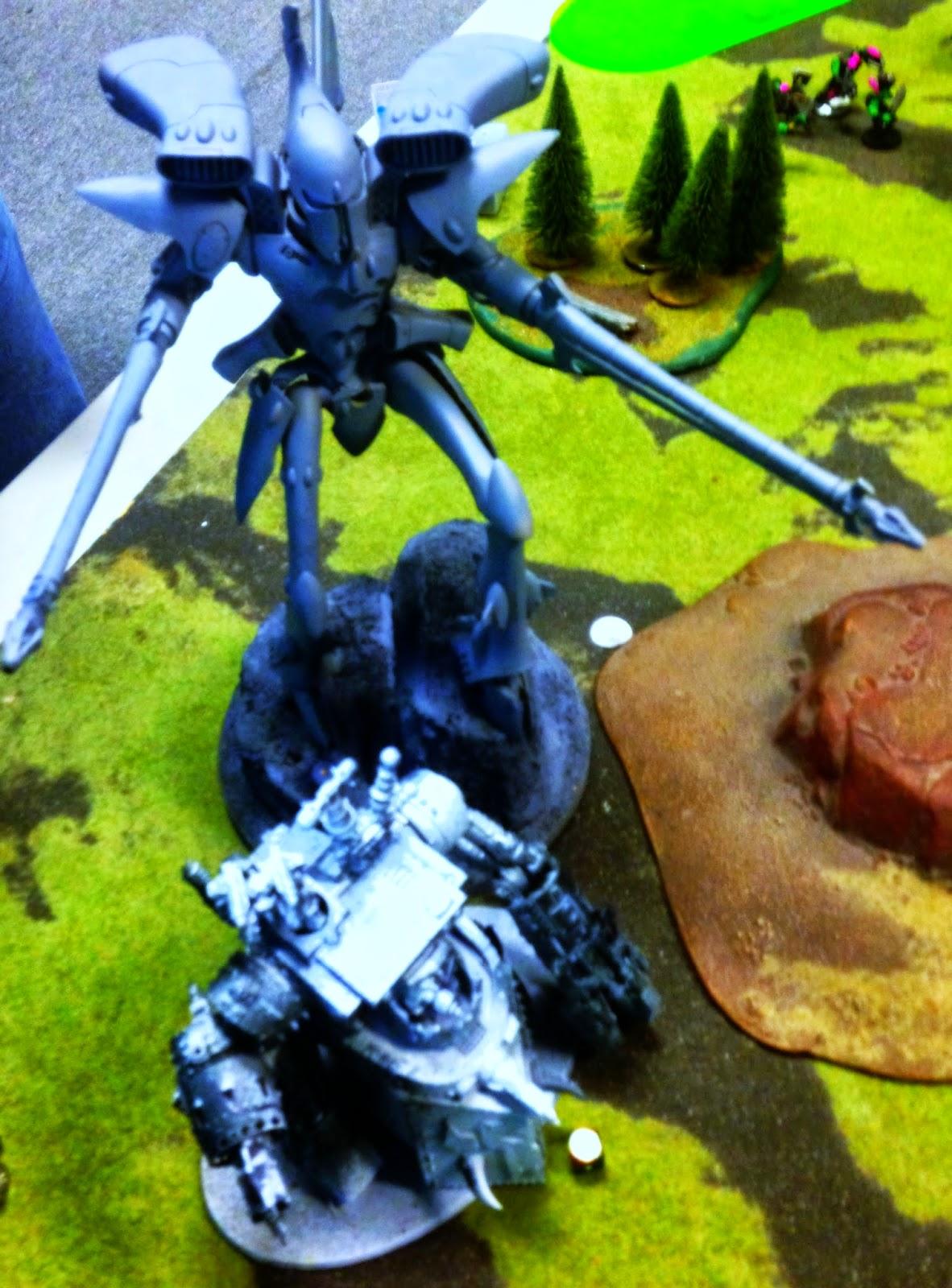 Morkanaut fighting Eldar, Warhammer 40K, Battle Gaming One