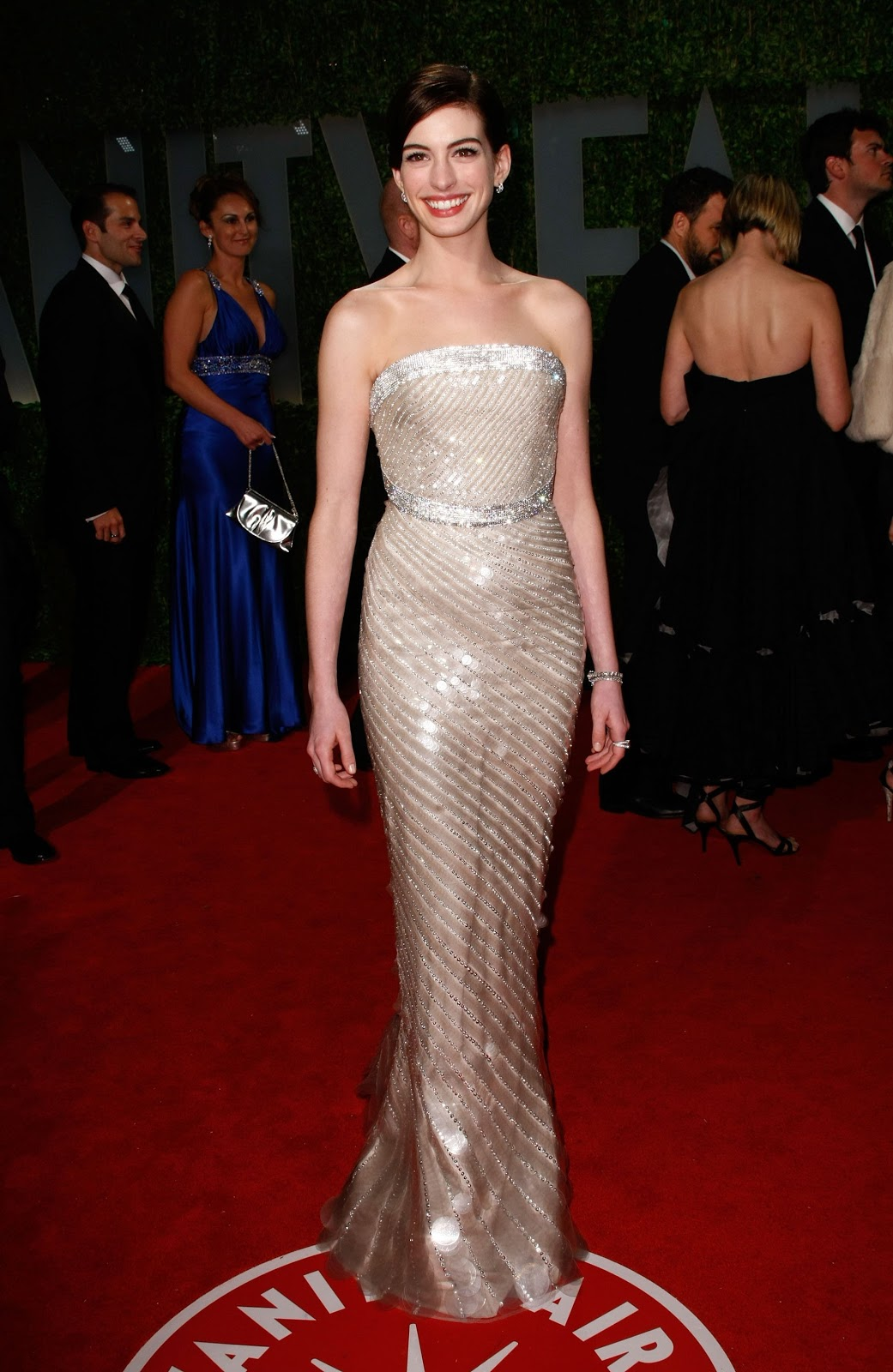 http://1.bp.blogspot.com/-xdNLWcjjo2A/UOT_Ouzje8I/AAAAAAAAnDA/8m-UePUT9sg/s1600/anne_hathaway_arrives_at_the_2009_vanity_fair_oscar_party-03_123_1015lo.jpeg